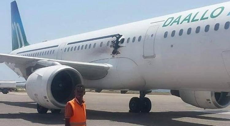 Ururka Al Shabaab oo sheegtay masuuliyadda qaraxii Daallo Airlines… Sabti13.02.16Mogd(SM)