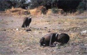Kevin Carter wuxuu ahaa sawir-qaade u dhashay dalka Koonfur Afrika. Wuxuu sawirada u diri jirey wakaaladaha wararka ee adduunka.
