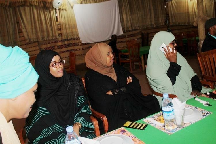 Haldoorka Iyo Labeenta Dhalinyarada Aqoonyahanka Ah Ee Hargaysa Oo Casho Sharaf Ku Maamuusay Gudoomiye Faysal Cali Waraabe, Isla Markaana Uga Mahad-Naqay Dadaalka Uu Galinayo Midnimada Iyo Horumarka Somaliland + Sawiro