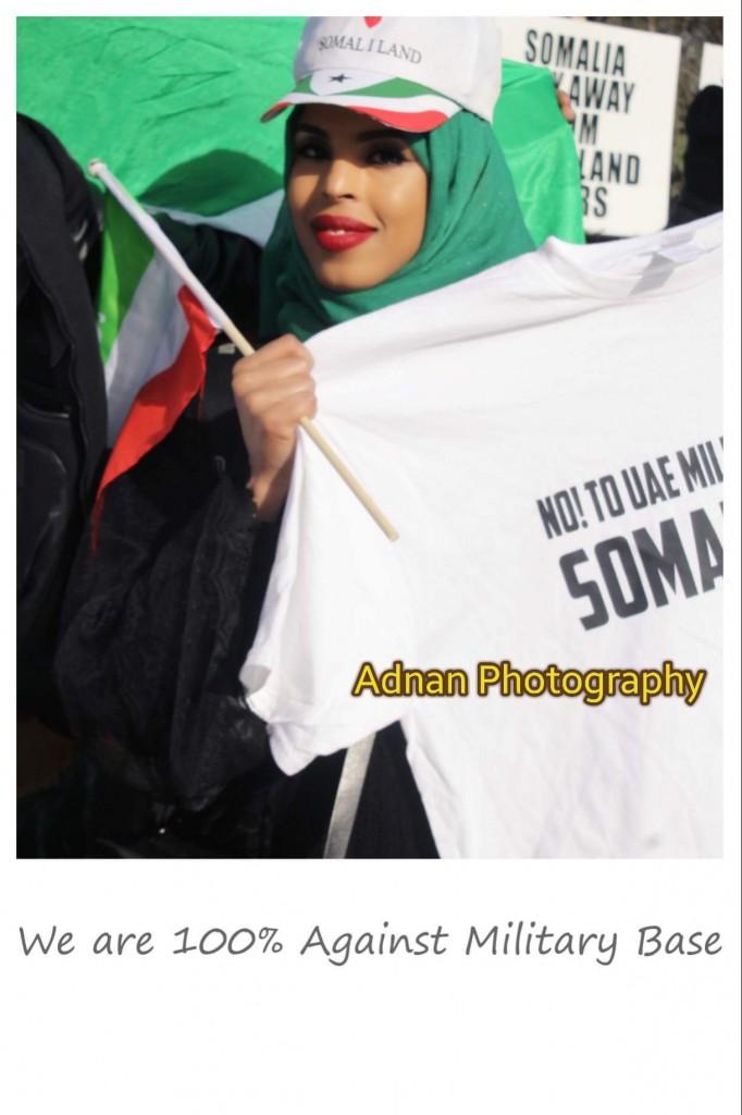 Daawo Sawiro mudaharaadka lagaga soo horjeedo saldhiga Malateri ee Imaaraadku ka sameysanayaan magaaladda Berbera Somaliland.