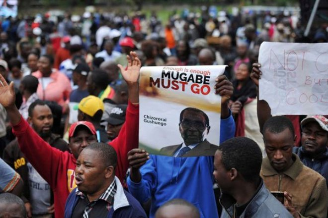 Zimbabweans take to streets to call for Mugabe's resignation