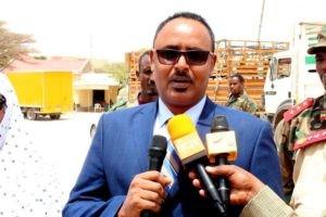 Wasiirka Gaashaandhigga Somaliland Oo Deeq Taakulo Ciidan Ah Kala Wareegay Masuuliyiinta Gobolka Sallel